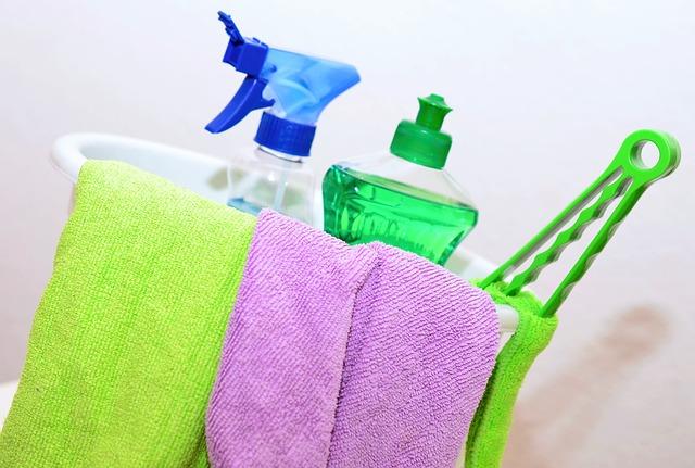čisticí prostředek v kýbli