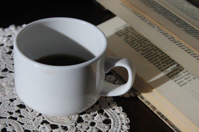 ranní káva a kniha