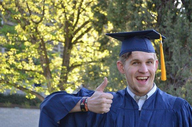 šťastný absolvent.jpg