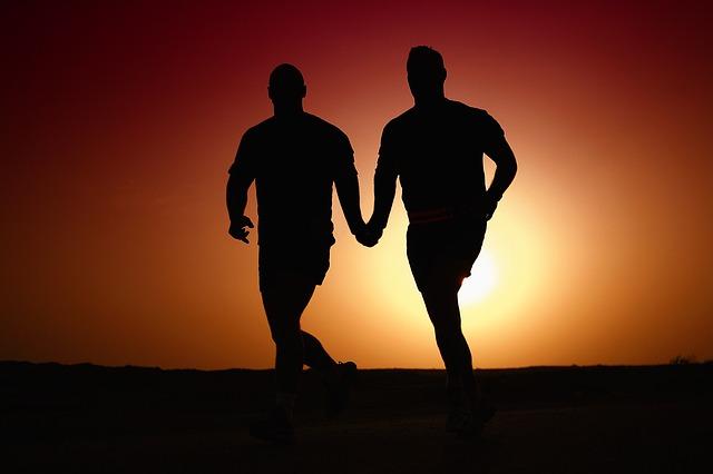 běžící homosexuálové.jpg