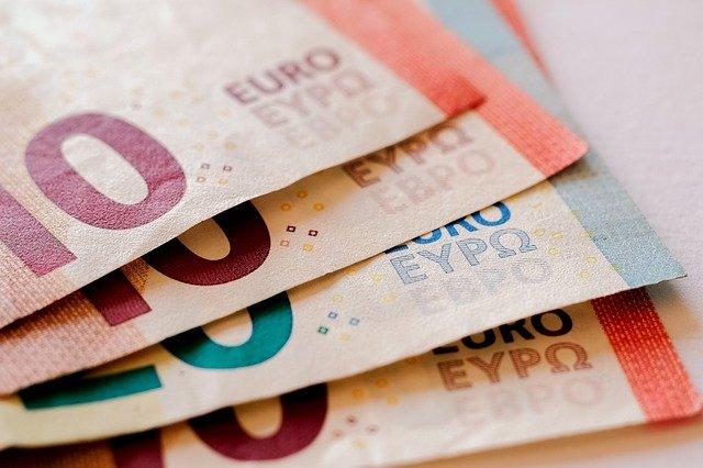 čtyři bankovky.jpg