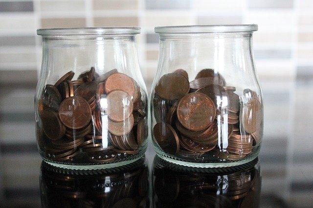 dvě sklenice na mince.jpg