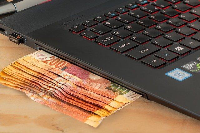 bankovky v notebooku