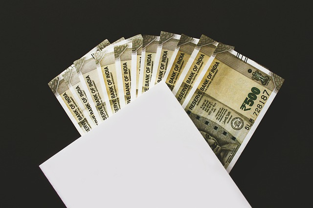 indické bankovky v obálce.jpg